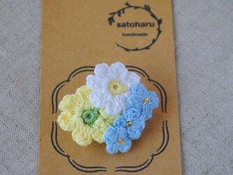 水色の小花とパステルカラーの春花ブローチの画像