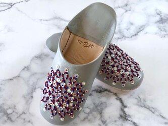 新作 手縫い刺繍の上品バブーシュ ノアラ・トリコロール ブランの画像