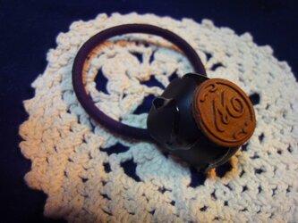 チョコレートヘアゴム(アルファベットM)の画像