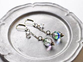 ヴィンテージアイリスガラスとハーキマーダイヤモンドのチェーンピアスの画像
