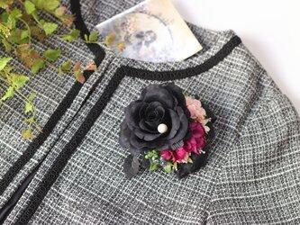 黒い薔薇とローズピンクのお花のコサージュ 入学式 卒業式 卒園式 懇親会 結婚式 フォーマルの画像