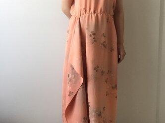 着物リメイク サーモンオレンジのスタンドカラードレスの画像