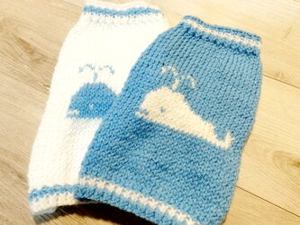 [手編み] くじらのセーター・ブルー(小型犬用・胴回り40)【オーダー可】の画像