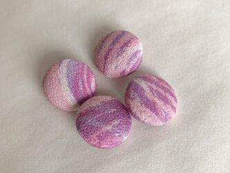 絹手染くるみボタン4個(マット赤紫系・18mm)の画像
