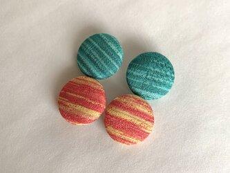 絹手染くるみボタン4個(赤/緑・18mm)の画像