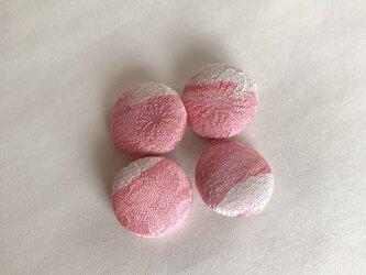 絹手染くるみボタン4個(ピンク白・18mm)の画像