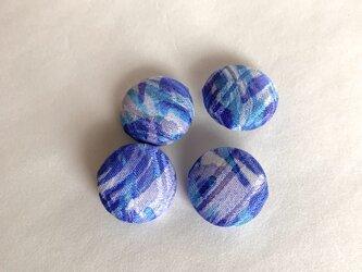 絹手染くるみボタン4個(波・青系・18mm)の画像