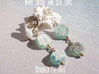 *14Kgf*  Swirl ローマングラスの連なる海の泡ピアスの画像