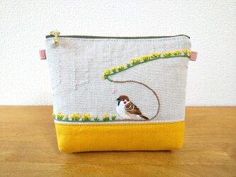 手刺繍ポーチ アマヤドリ(雀と野草)の画像