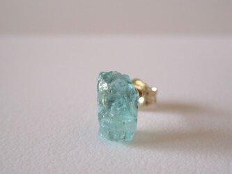 レア☆エメラルドの結晶原石ピアス/tanzania 片耳  14kgfの画像