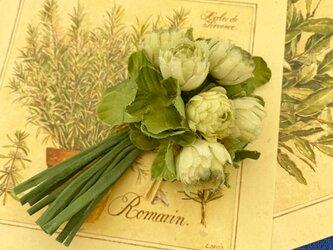 布花 シロツメクサのコサージュの画像