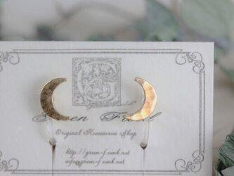 ピアスのようなイヤリング*月のイヤリングの画像