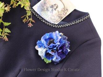結婚式・卒業式・入学式に♡青いアネモネとデルフィニュウムのコサージュ no.2 の画像