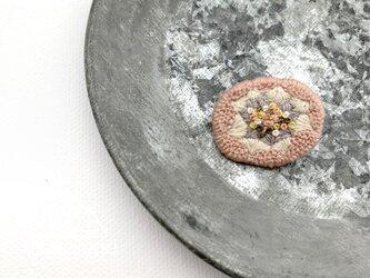刺繍ブローチ「春色のまるいお花」の画像