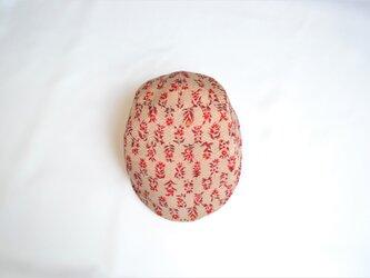 着物地ハンチング:赤い草花柄・ベージュ/着物リメイク/国内送料無料/2営業日以内発送 2002h05の画像