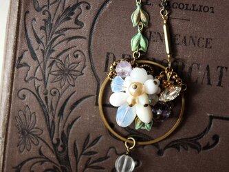 真鍮フープ・ノスタルジックな花束のネックレス・コスチュームジュエリー アンティーク・ヴィンテージ・スタイルの画像