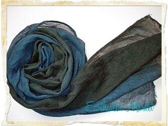 自然染め リネンのストール(藍と黒のグラデーション)の画像