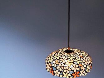 桜モチーフのランプの画像