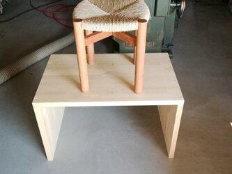 イグサ編みのスツールの画像