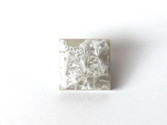 結晶釉タイルのブローチの画像