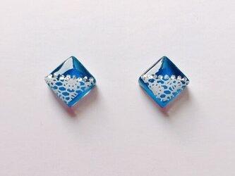 可愛いレースの青ガラスタイルピアス / イヤリングの画像