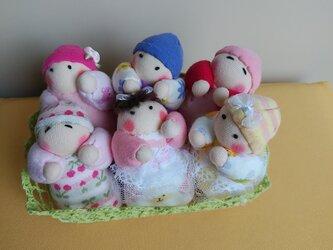 赤ちゃん人形6個(容器付き)送料無料の画像