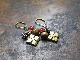 真鍮エチオピアンクロス蕾カレンシルバー、金赤ホワイトハーツ、鈴のピアスの画像