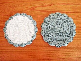 リボン糸の花型コースター*オフホワイト×ペールグリーン*ペアの画像