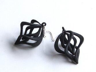 ゆらぎblack・ピアス(イヤリング)#3Dプリントアクセサリーの画像