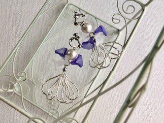 コットンパールと小花のフープイヤリング(ピアス変更可)の画像