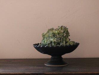 陶器のコンポート 黒 輪花の画像