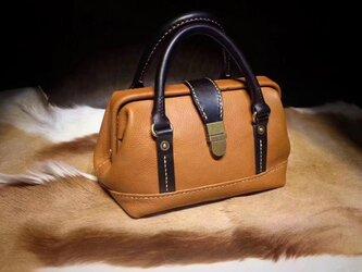 がま口ボストンミニバッグ 本革バッグ手作りのレザートートバッグ レザールバッグ総手縫い 手持ちの画像