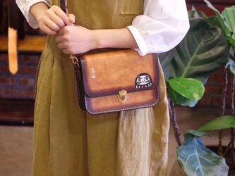 【七転八起】本革手作りのお出かけショルダーバッグ サドルバッグポシェット手染め / 総手縫いの画像