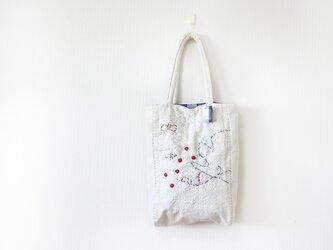 ホワイト刺繍バッグの画像