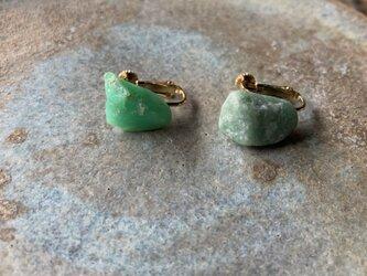 クリソプレーズと魚糸川産翡翠原石のイヤリングの画像