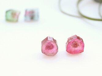 【14kgf】トルマリン原石のスタッドピアス ピンクの画像