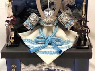 大人気の青色です!五月人形 蒼10号兜青松鷹収納飾りの画像