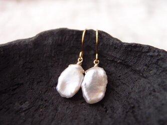 送料無料【K14gf】花びらパールのフックピアス・A/petit petal pearlの画像