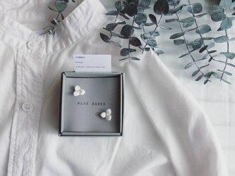 白磁 天草陶花の耳飾り 一粒タイプの画像