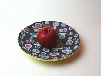 水玉模様の黄色い角皿/陶芸家がつくるモダンな黄色い器/おしゃれで可愛い器/器好きの食卓/現代陶芸の画像
