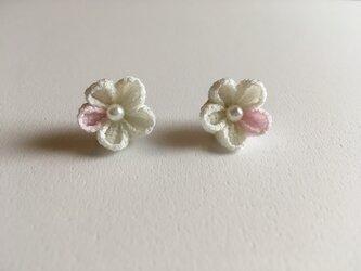 千里花~せりか~ イヤリング 白×桜色の画像