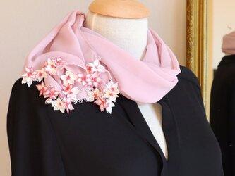 【受注製作】レースの花付き PREMIUMシフォンストール「桜/2辺」ペール・ローズの画像