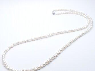 SV925 バロック本真珠ロングネックレス 80cm ナチュラル 小粒 シルバー 結婚式 フォーマルの画像