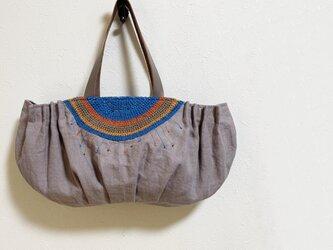 半円編み模様の横長タックかばんの画像