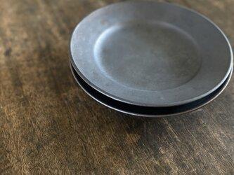 鉄釉リム皿+の画像