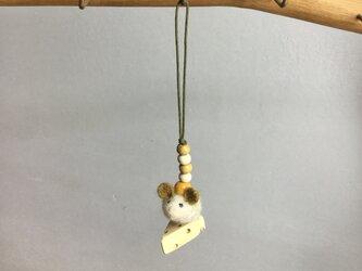 ネズミとチーズのストラップ 黄色の画像