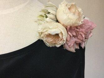 200  生成りのバラとダリアの画像