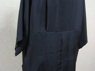 黒男物の羽織から紋をタックの中に隠して創った直線立ちのブラウスの画像