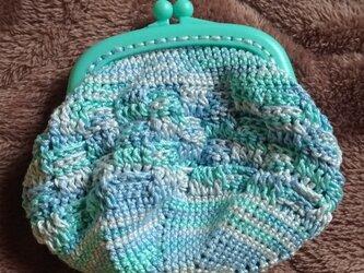 編みがま口ポーチ ブルー系ミックスの画像