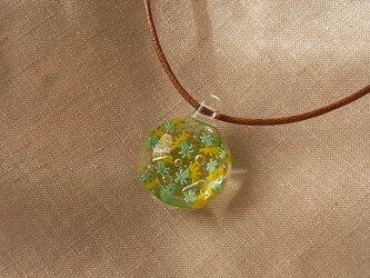 西洋たんぽぽ・綿毛入り・ガラス球ネックレス・ガラス製・綿紐の画像